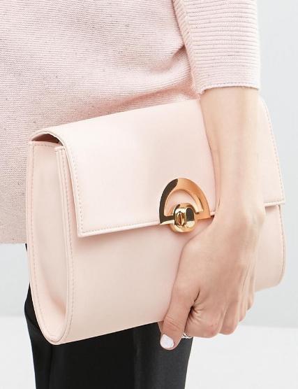 Pink táska legyező alakú csattal