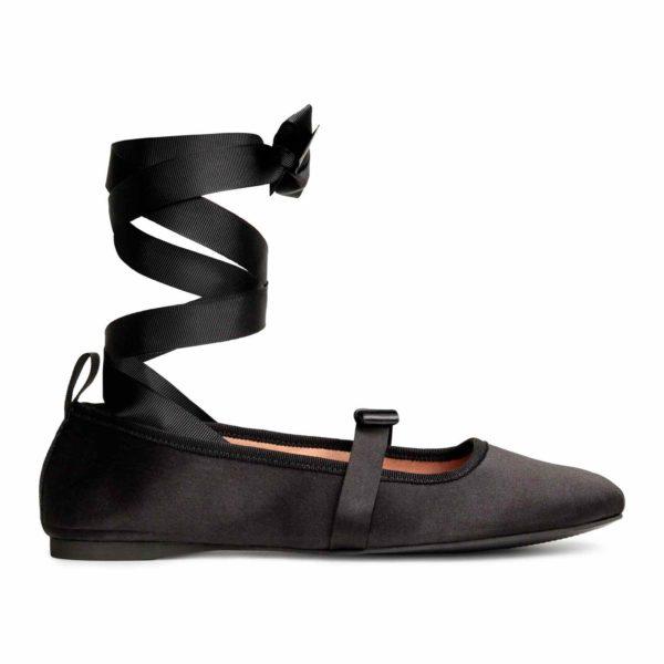 Fűzős balerinacipő, fekete szatén
