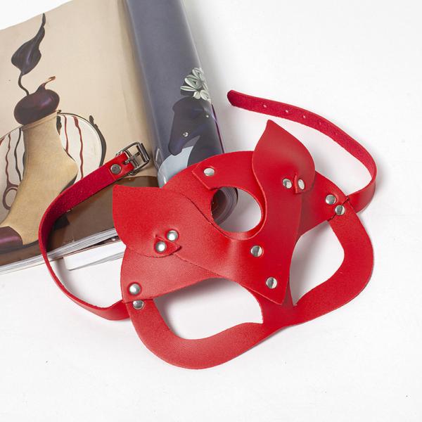 piros macskanő maszk