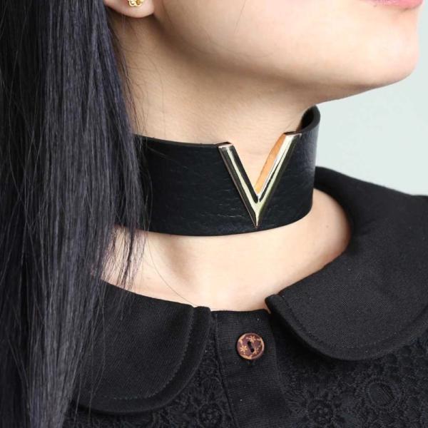 V-alakú medállal ellátott nyakpánt